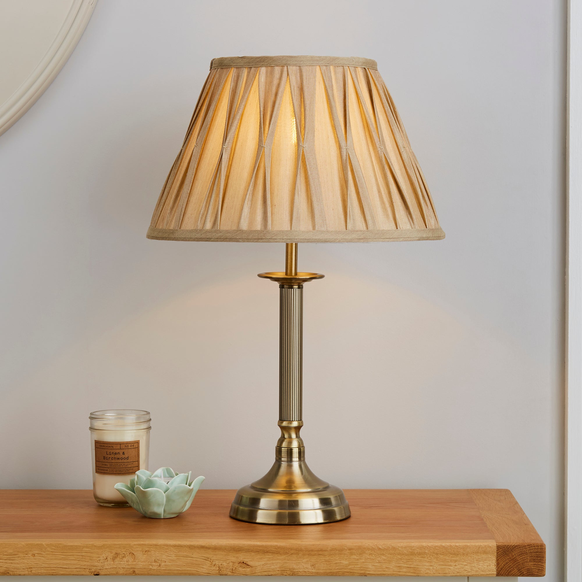 Bnwt Shabby Chic Vintage Ornate Pinch Pleat Table Lamp