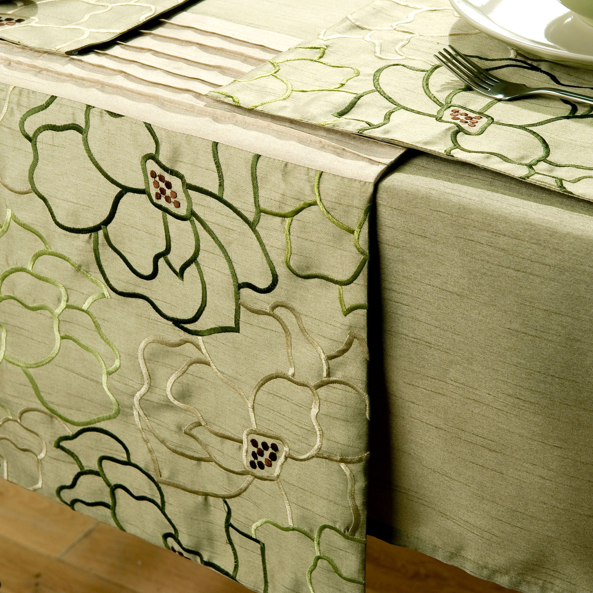 Green Scattered Flowers Runner