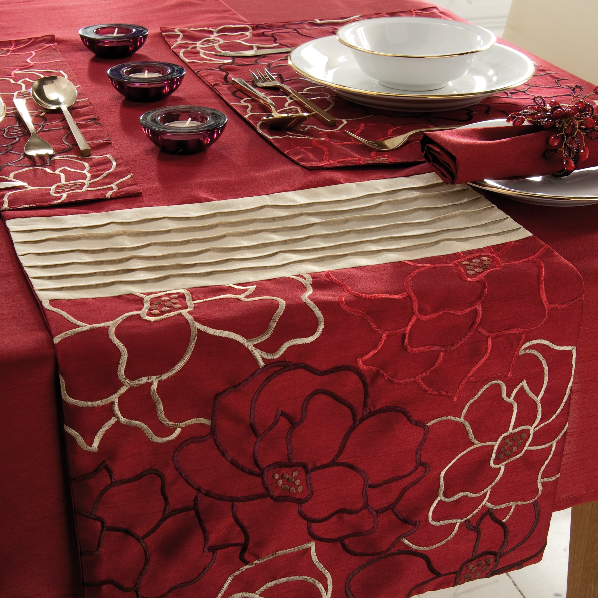 Red Scattered Flowers Collection Table Runner