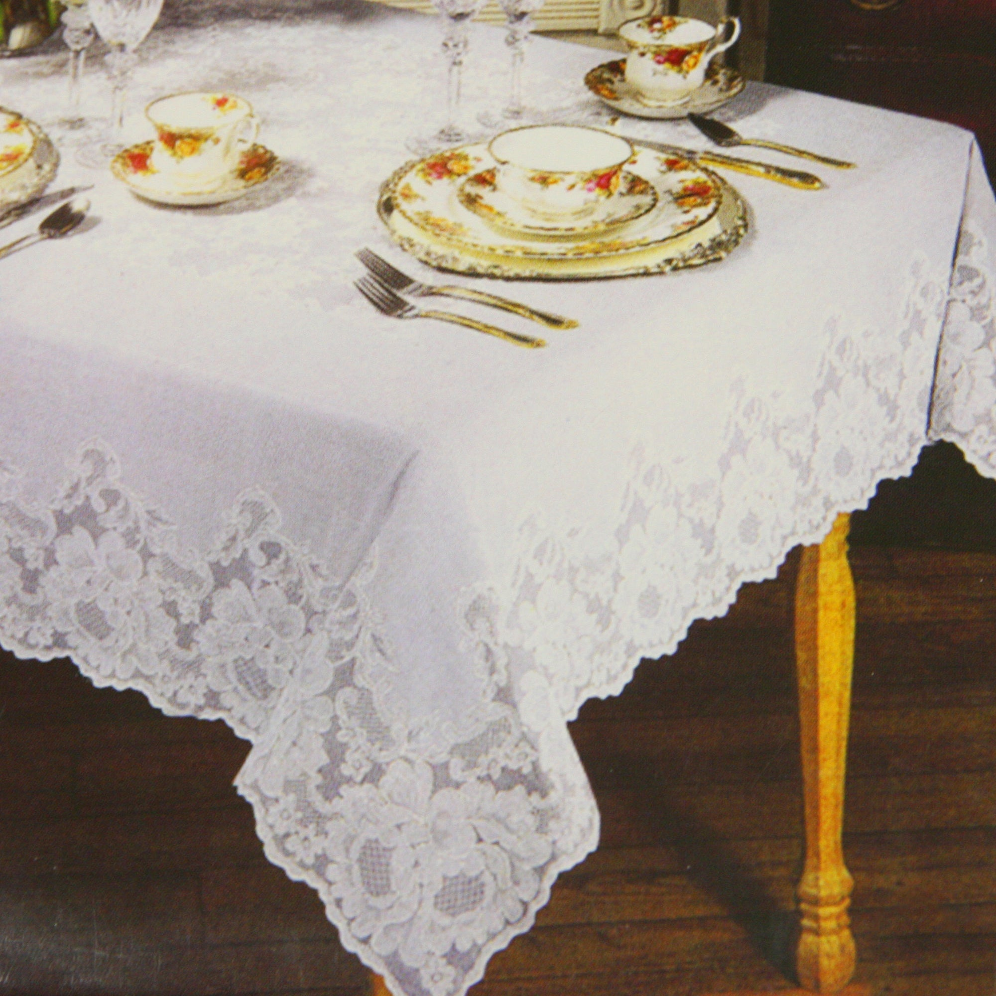 Regency Lace Oval Tablecloth