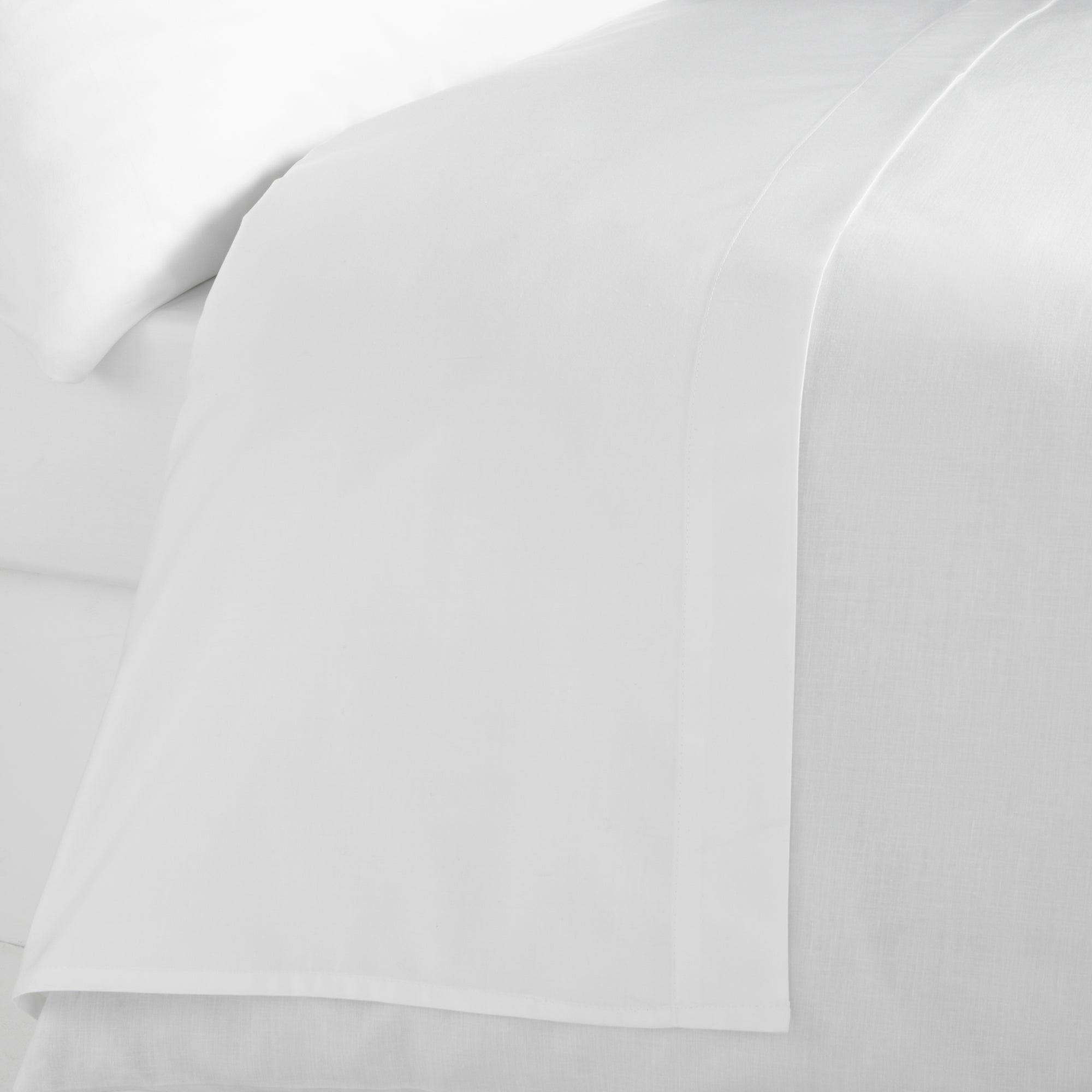 White Hotel Plain 300 Thread Count Collection Flat Sheet