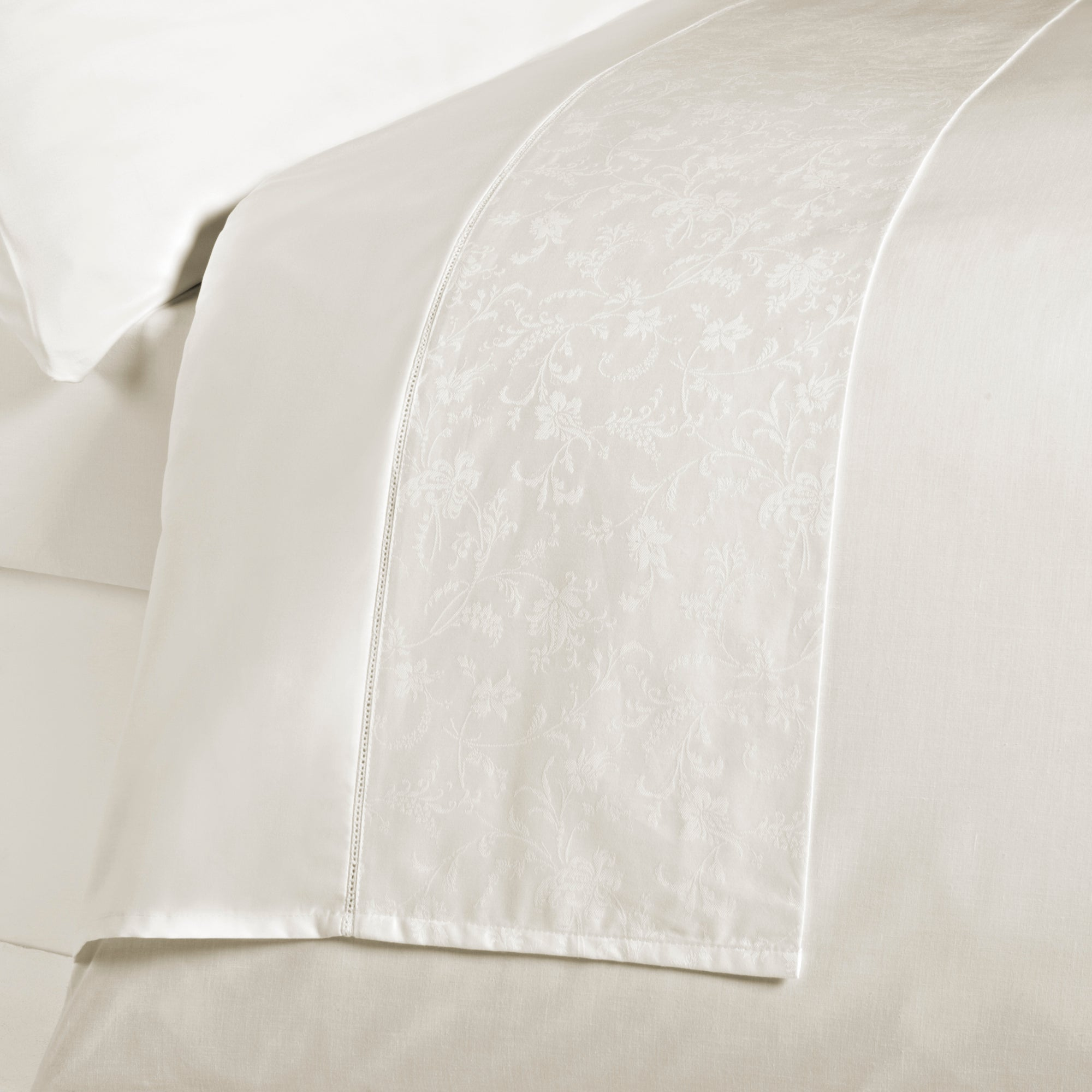 Cream Hotel Pima Floral 400 Thread Count Bedlinen Collection