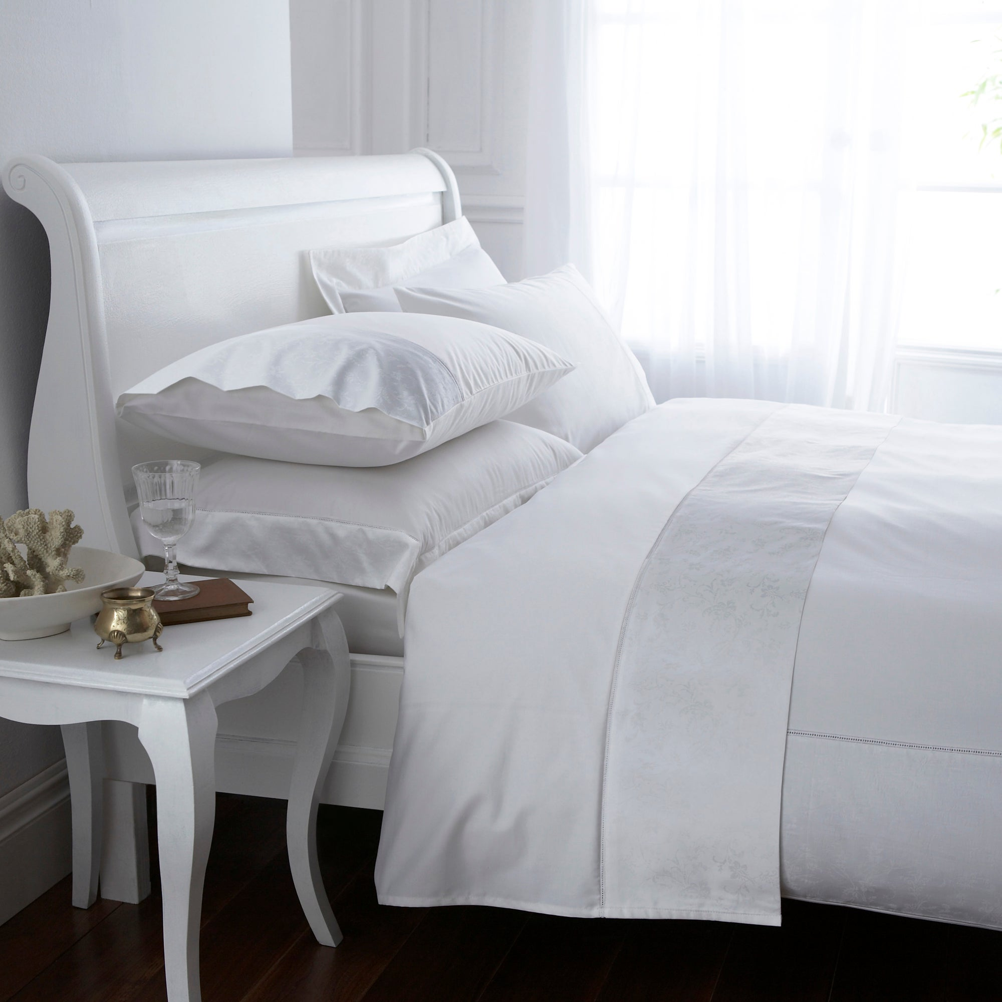 White Hotel Pima Floral 400 Thread Count Collection Duvet Cover