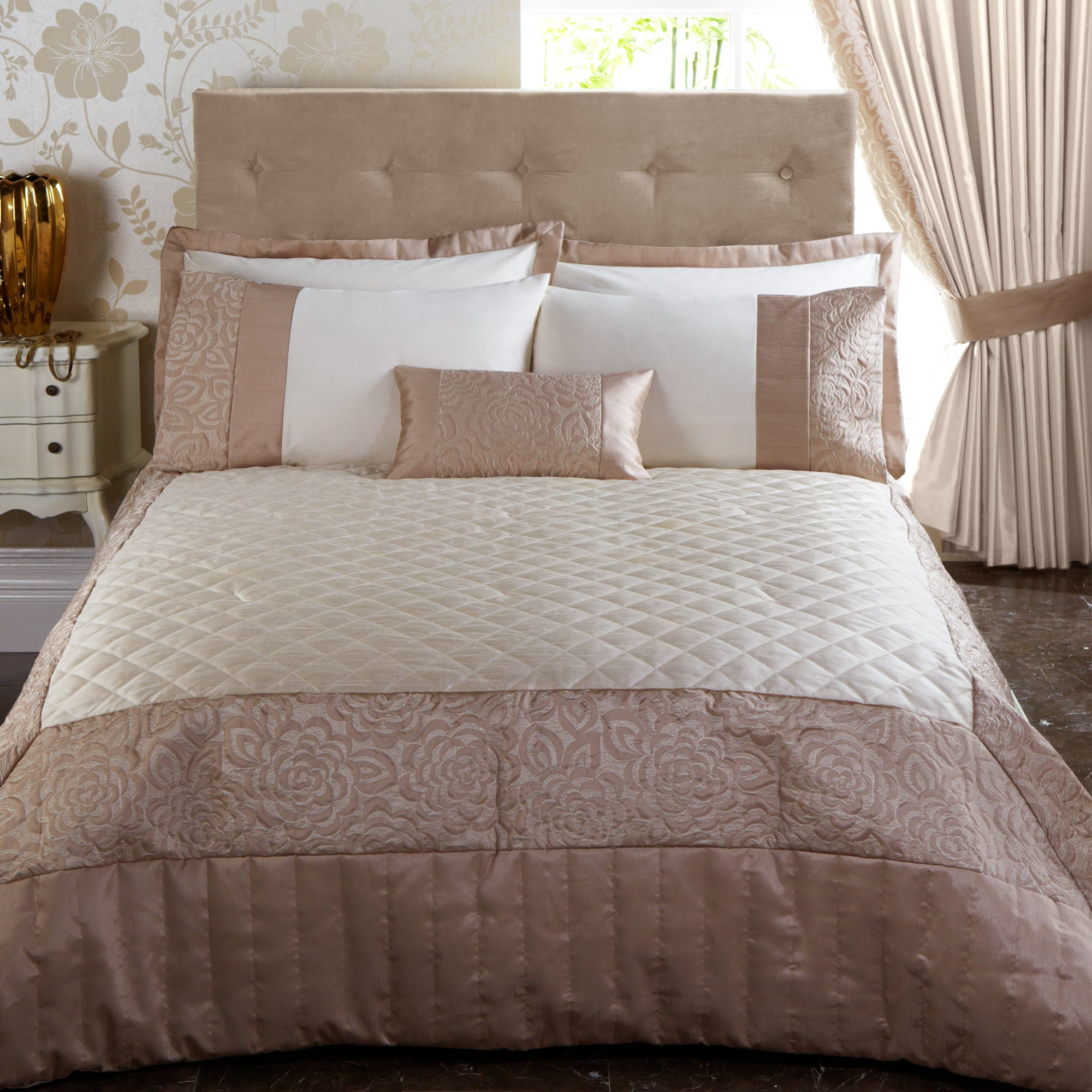 Gold Elizabeth Bedlinen Collection