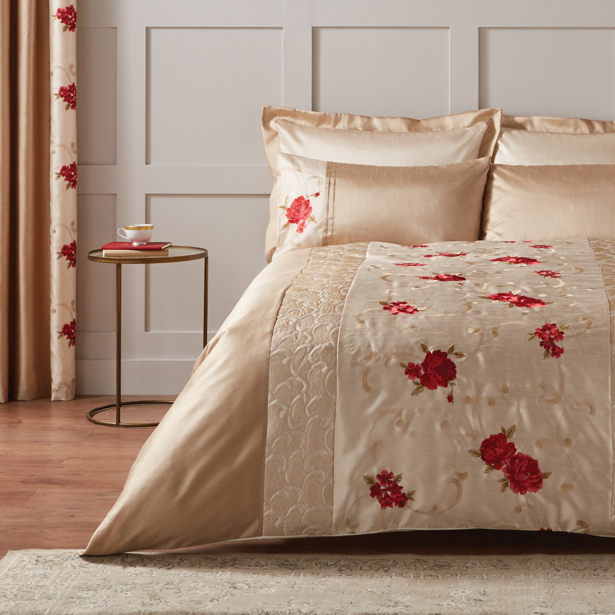 Red Juliet Collection Duvet Cover