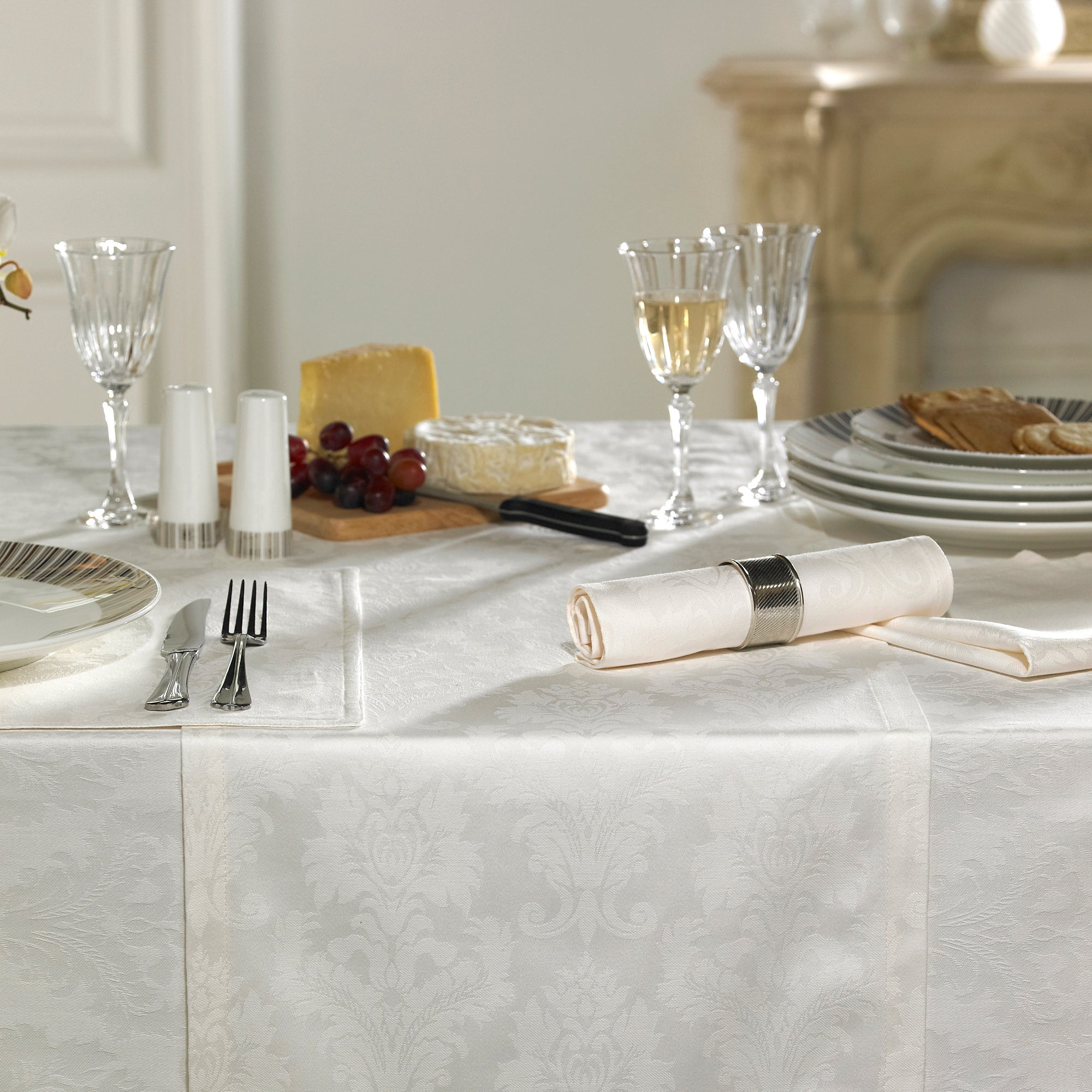 Dorma Beatrice Table Runner