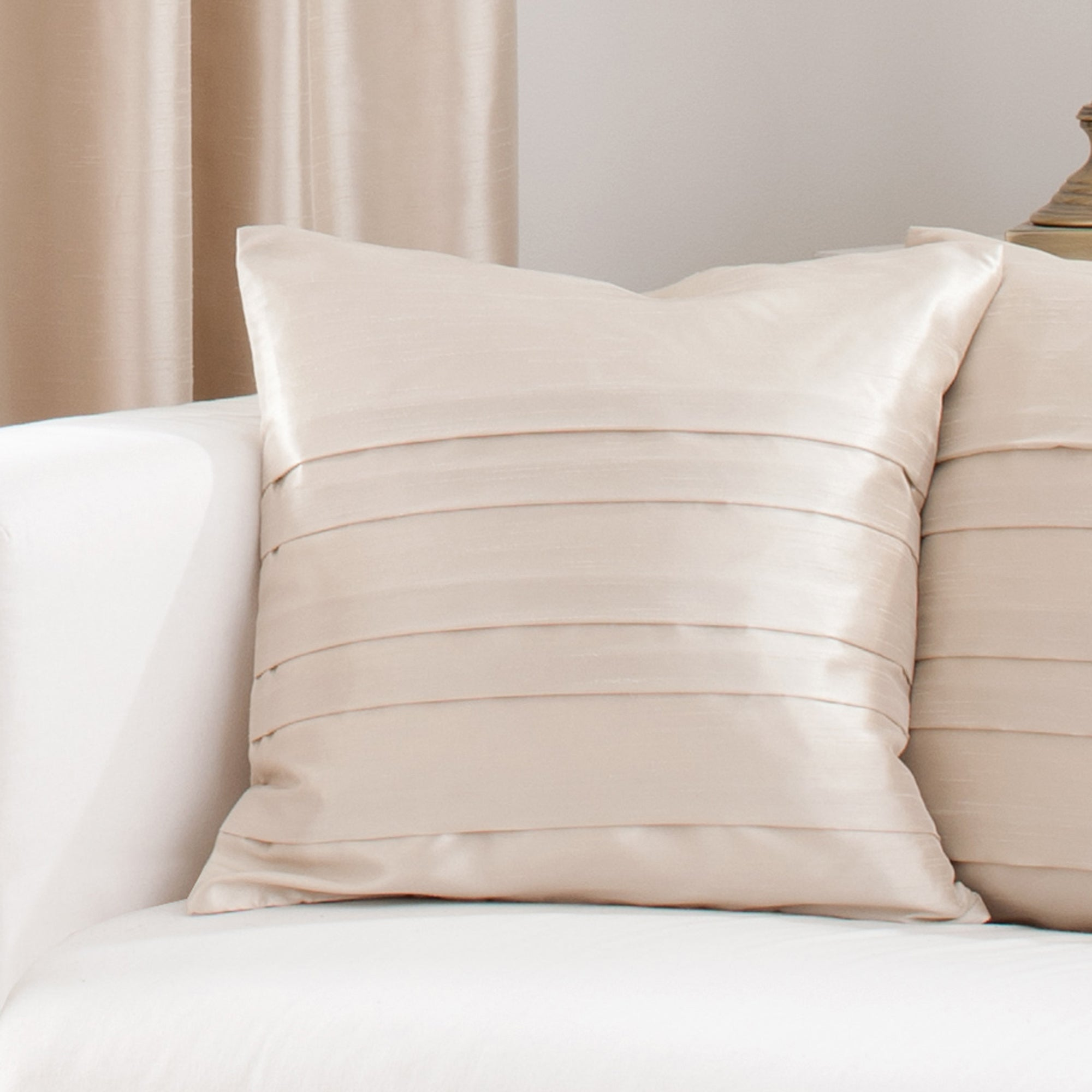 Hotel Oyster Pintuck Collection Cushion