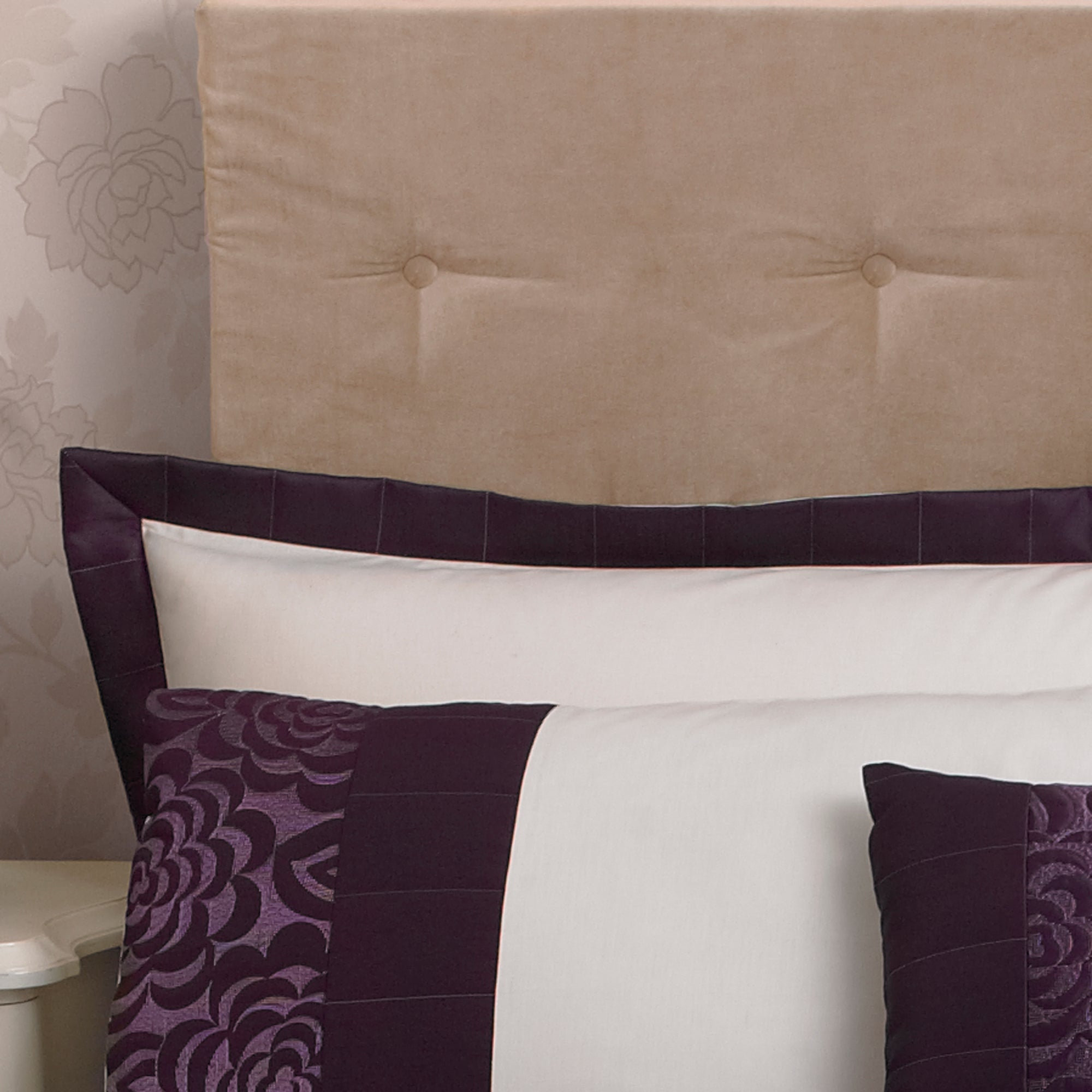 Plum Elizabeth Collection Oxford Pillowcase