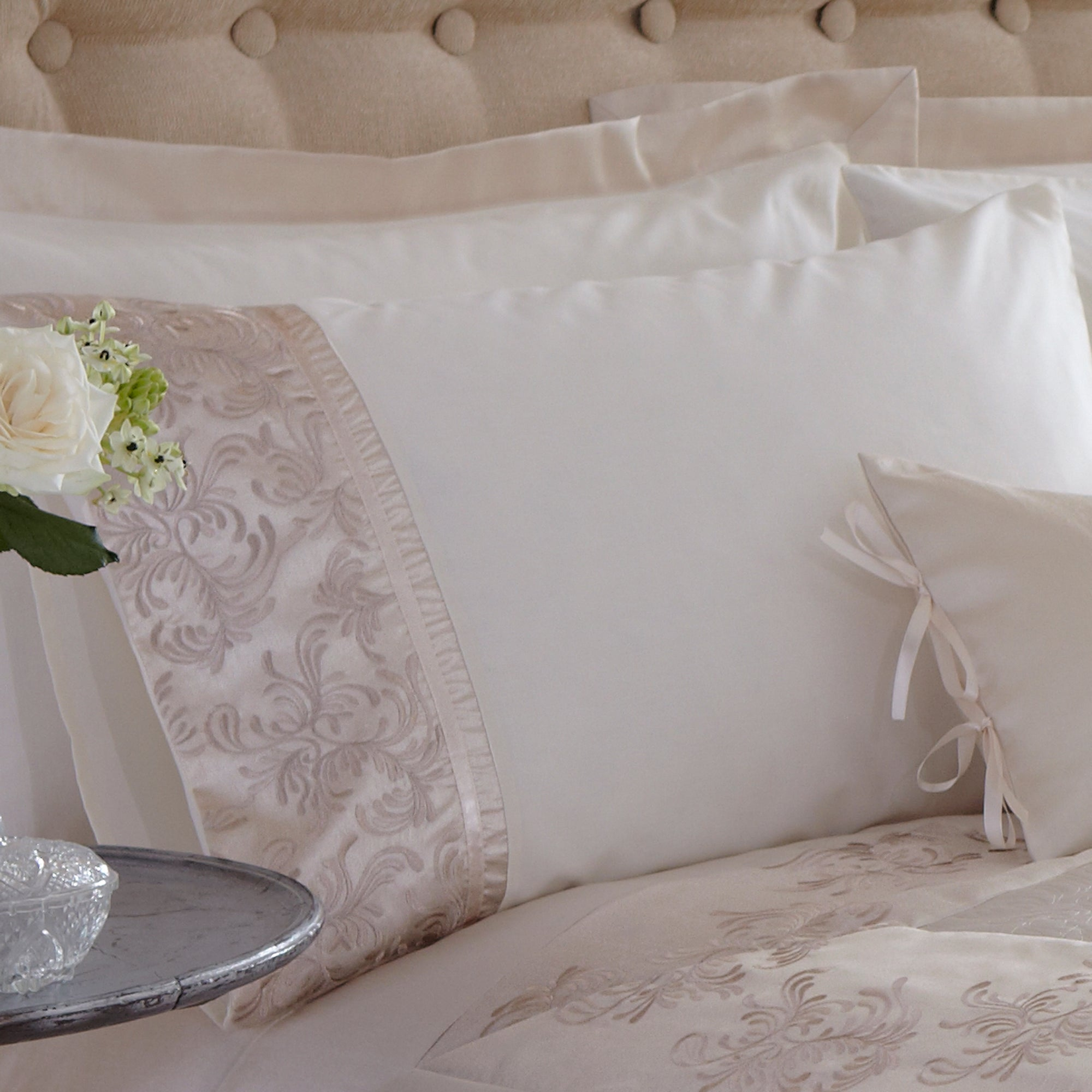 Gold Sofia Bedlinen Collection