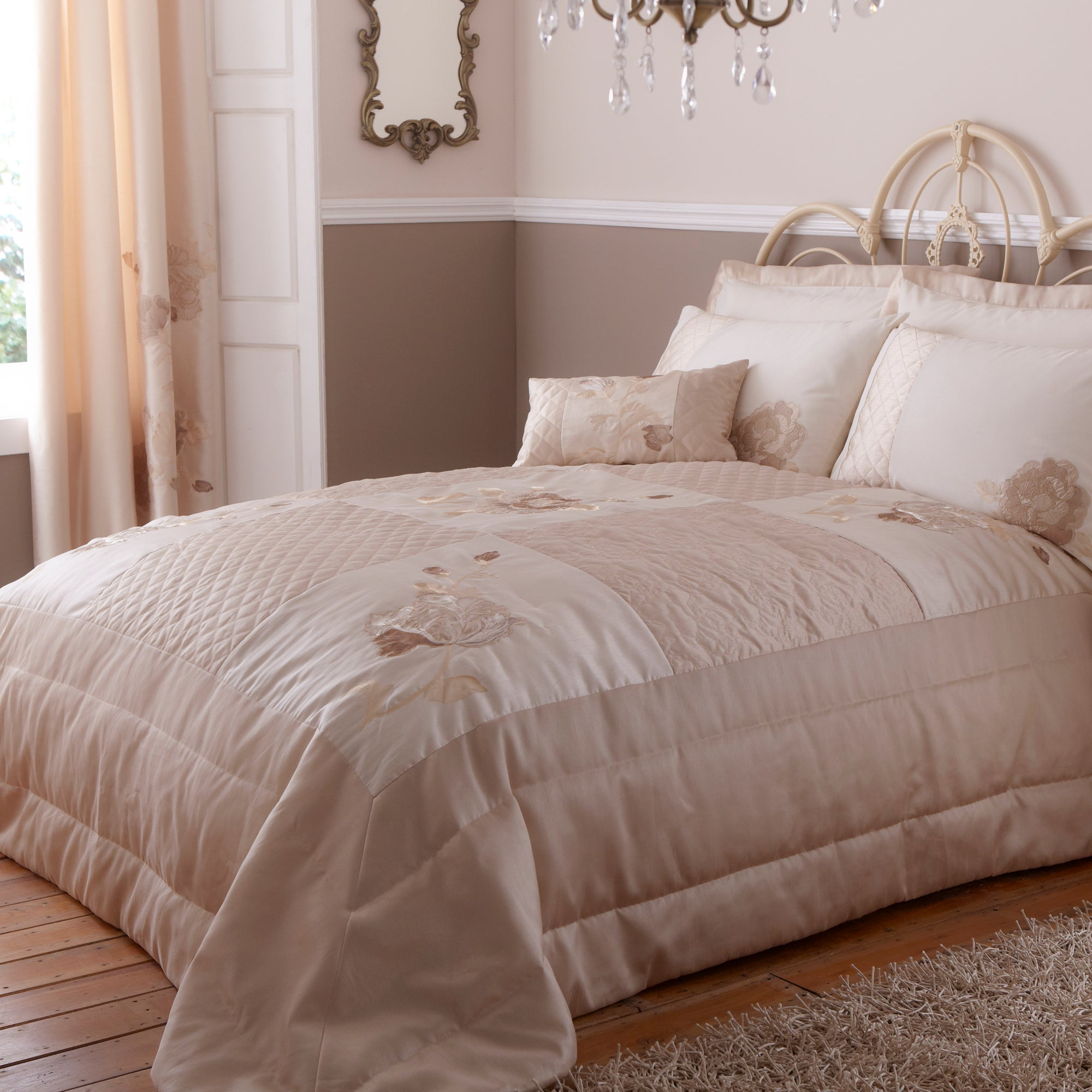 Gold Veronique Bedlinen Collection