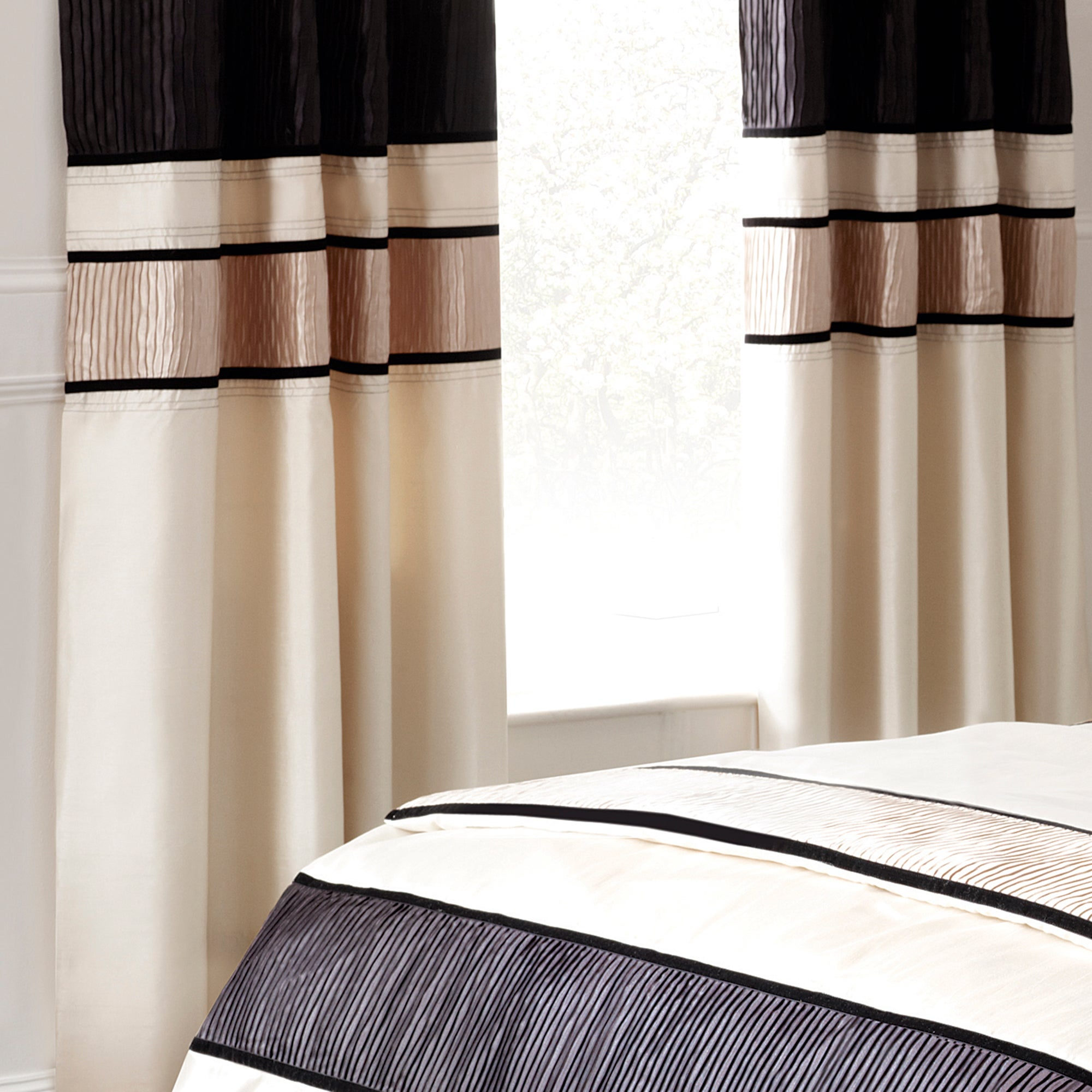 Black Manhattan Lined Eyelet Curtains