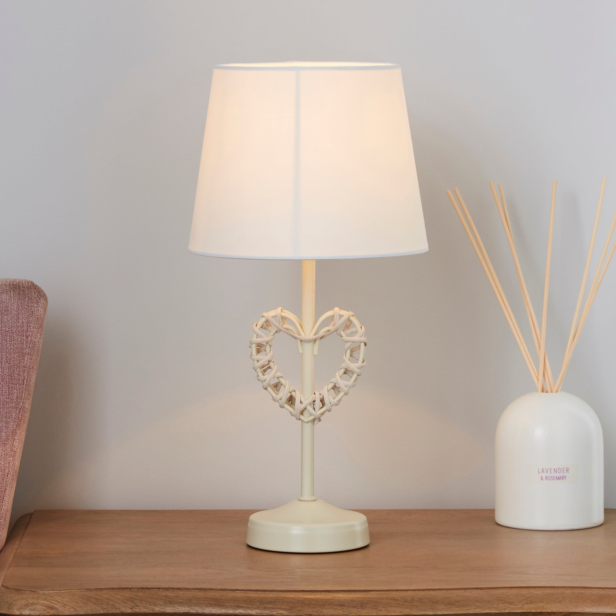 Wicker Heart Table Lamp