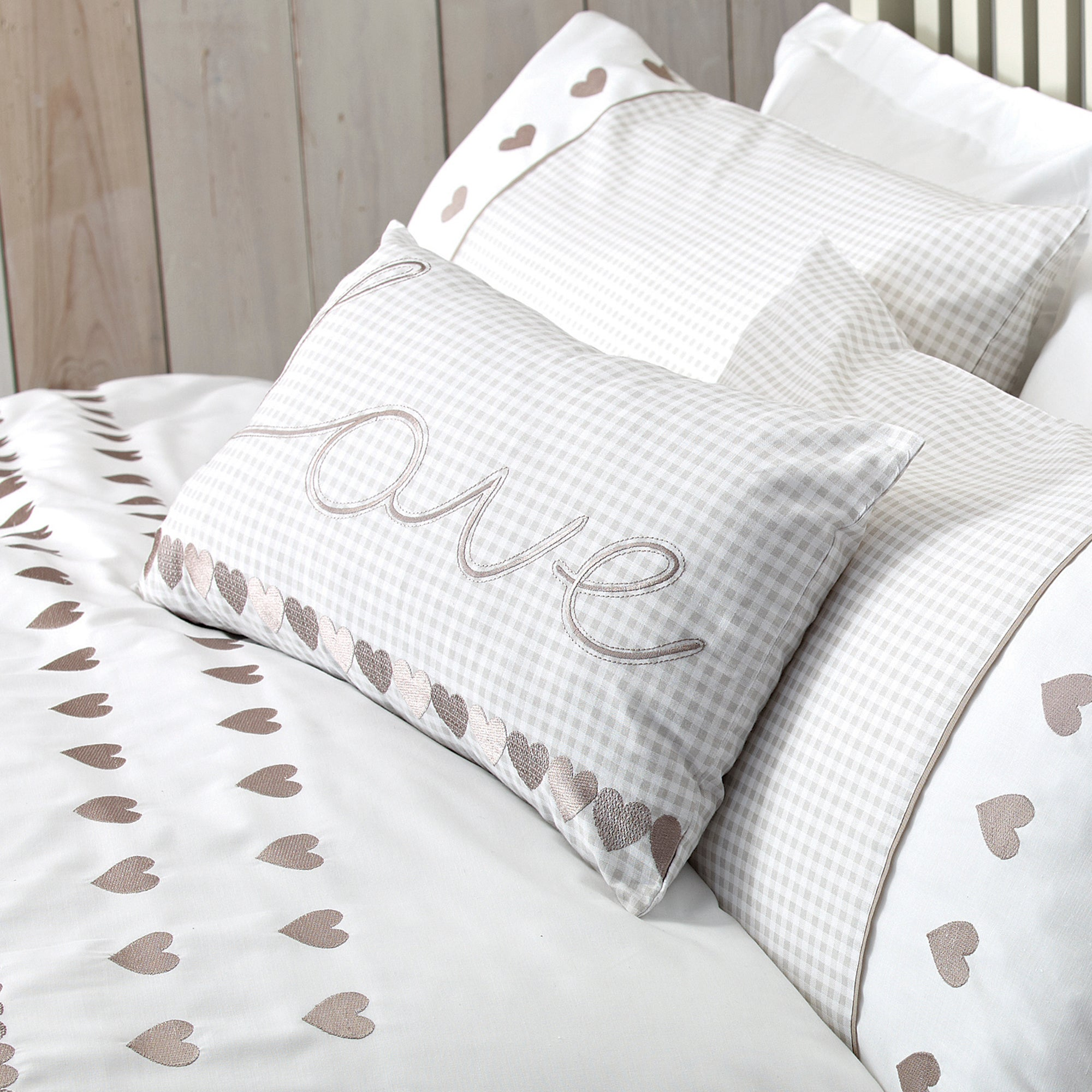 Taupe Gingham Hearts Bedlinen Collection