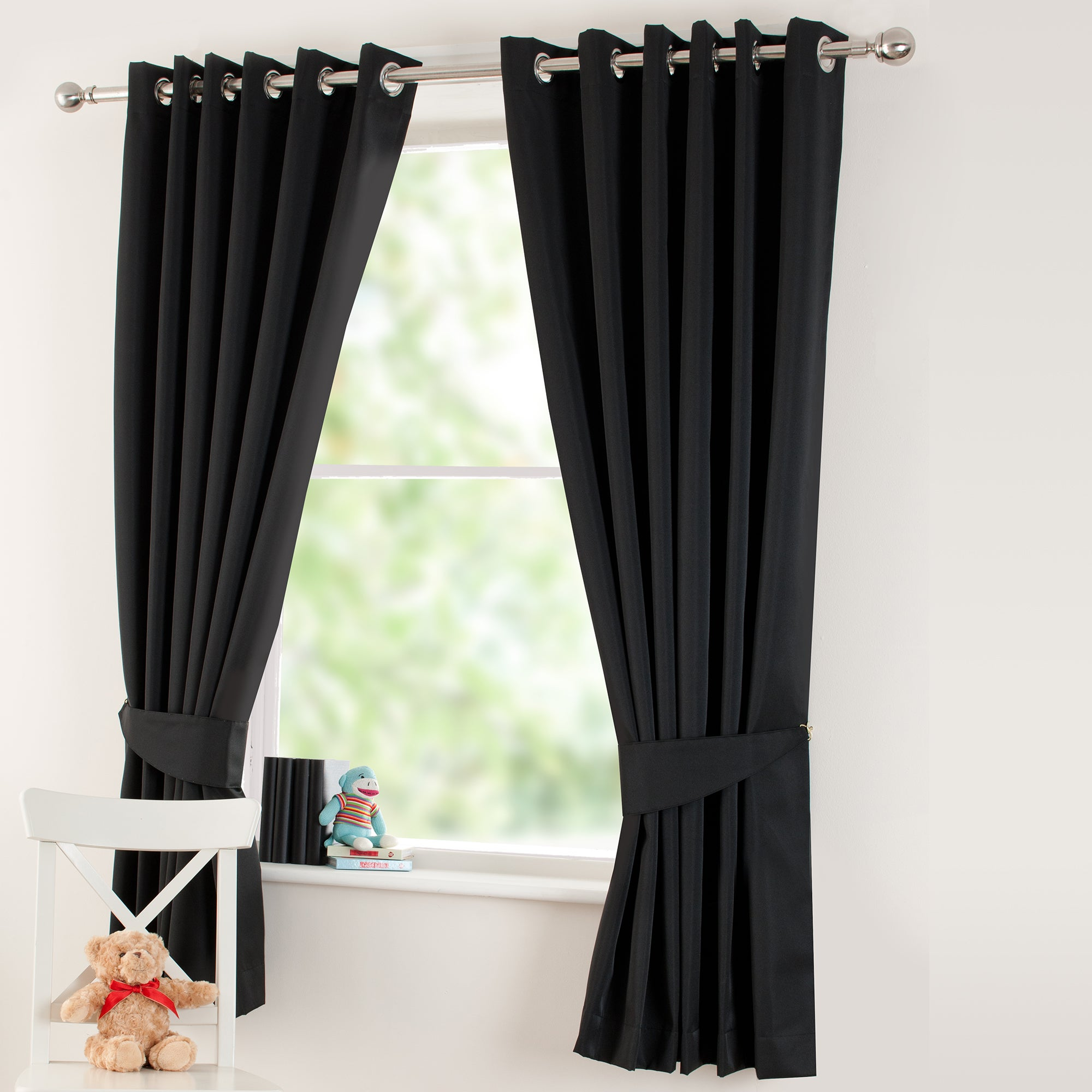 Kids Black Thermal Eyelet Curtains