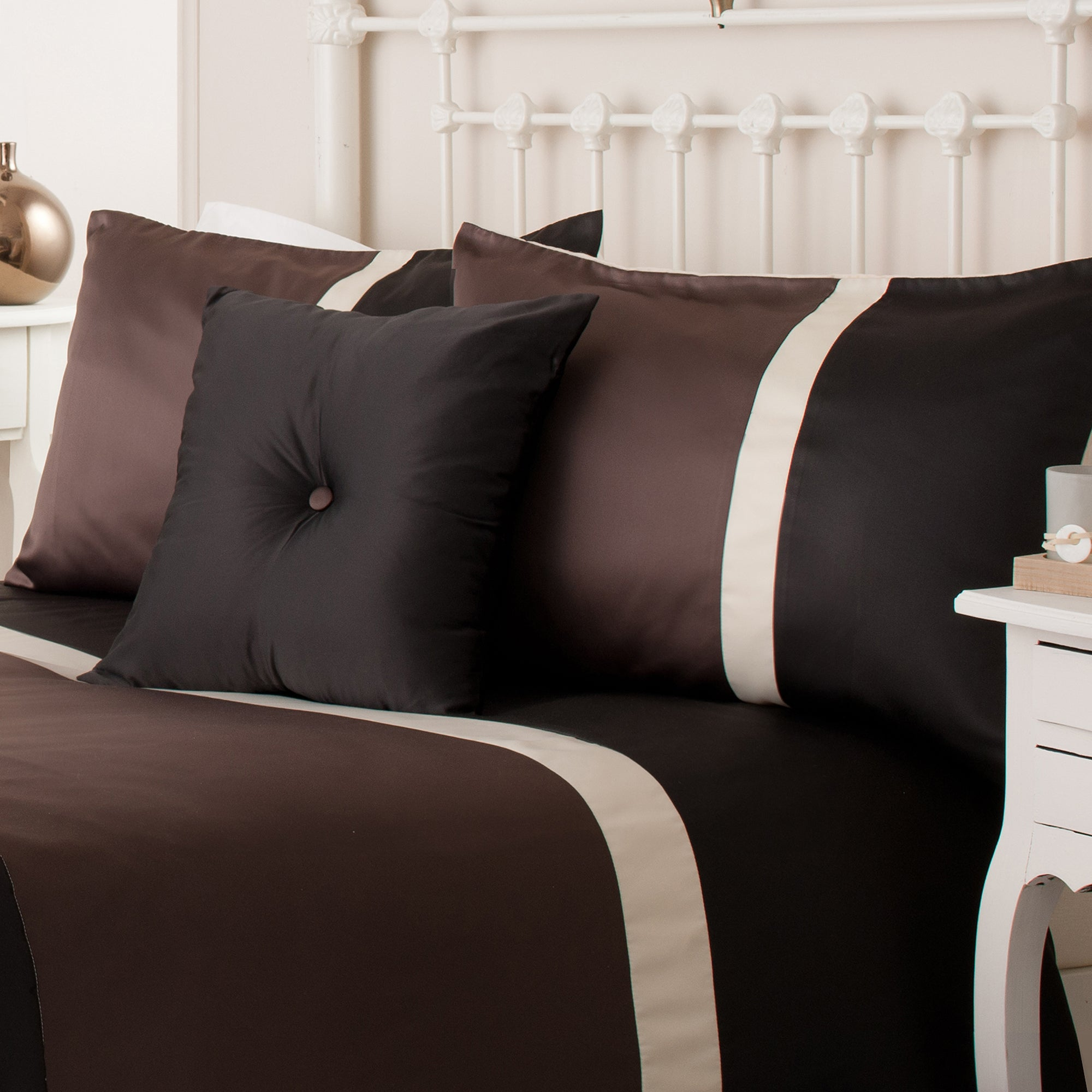 Chocolate Lisbon Bedlinen Collection