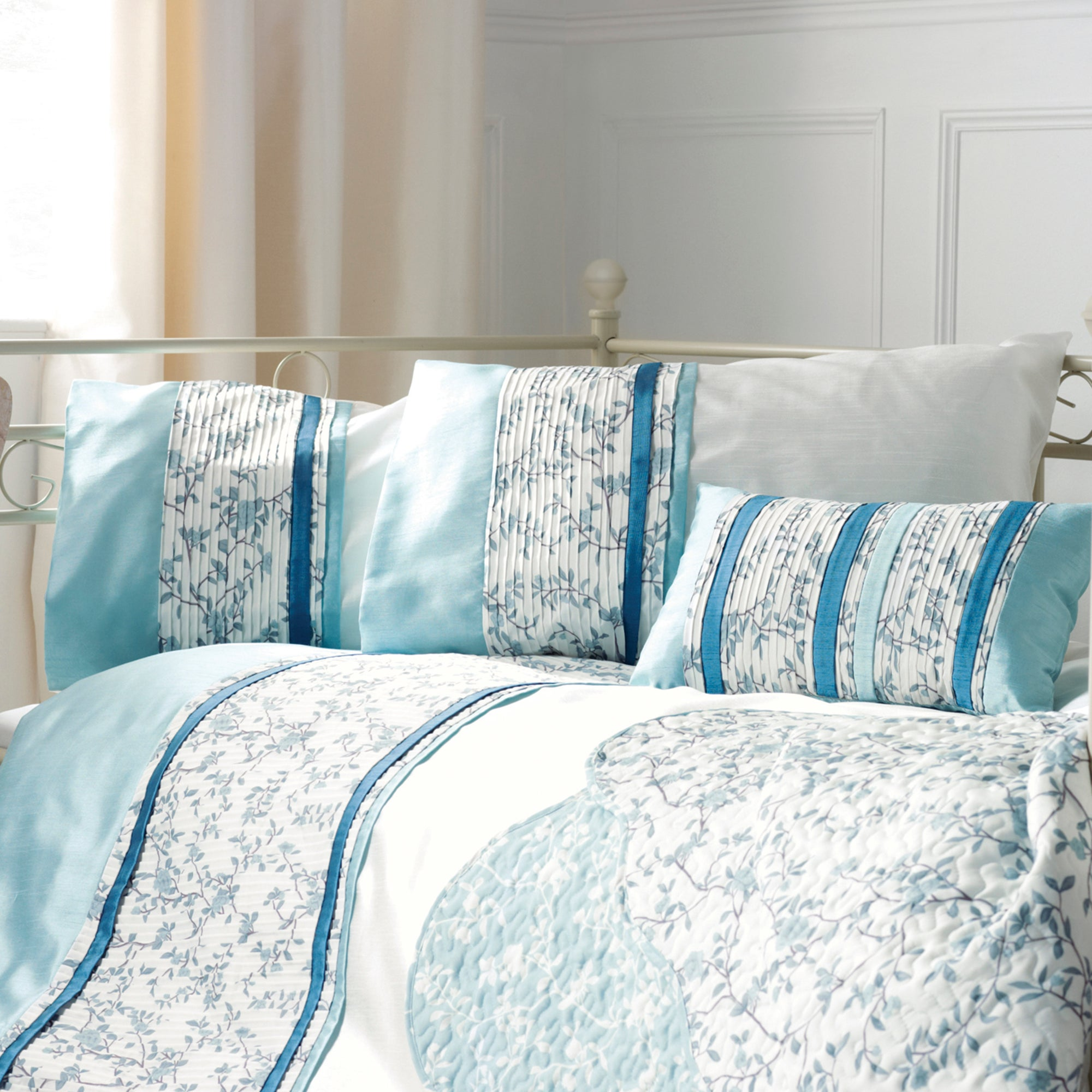 Blue Chinoiserie Bedlinen Collection
