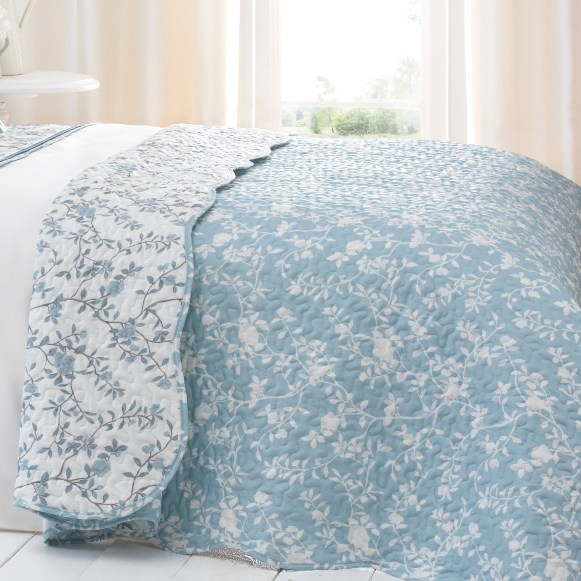 Blue Chinoiserie Collection Bedspread