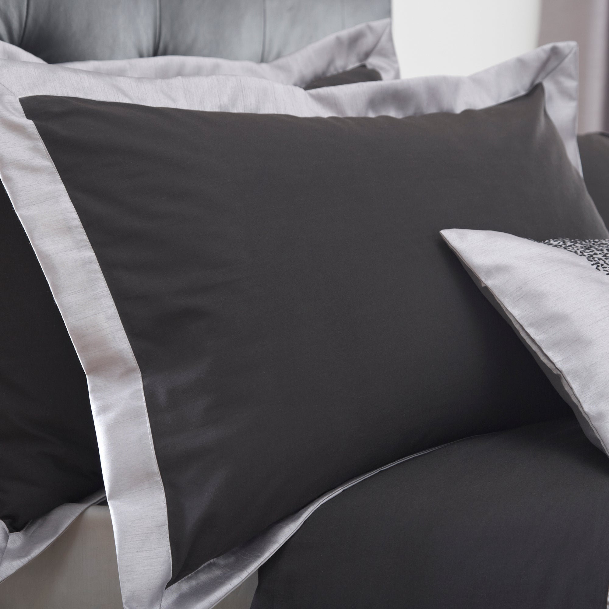 Black Mercury Collection Oxford Pillowcase