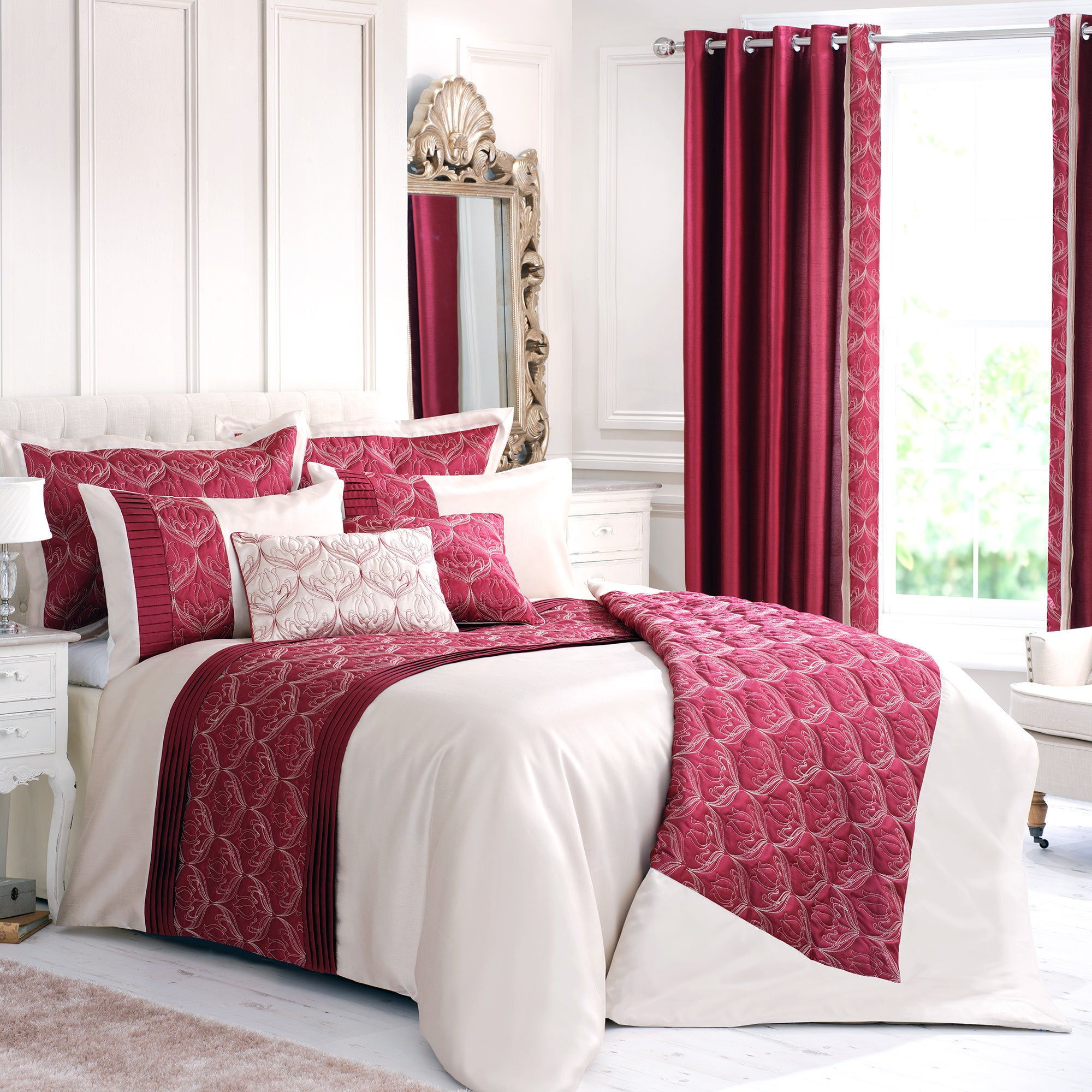 Red Lalique Collection Duvet Cover
