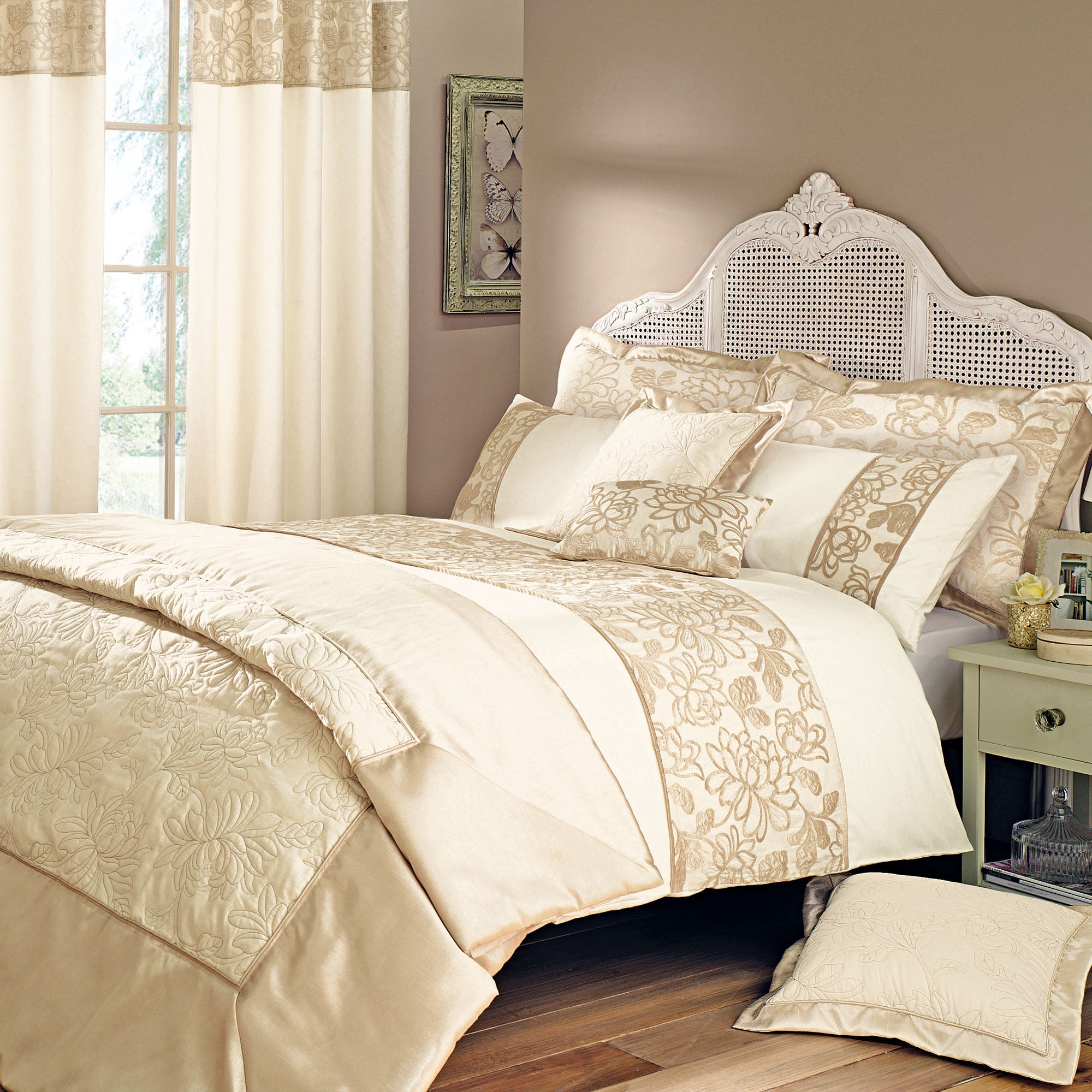 Gold Classique Collection Bedspread