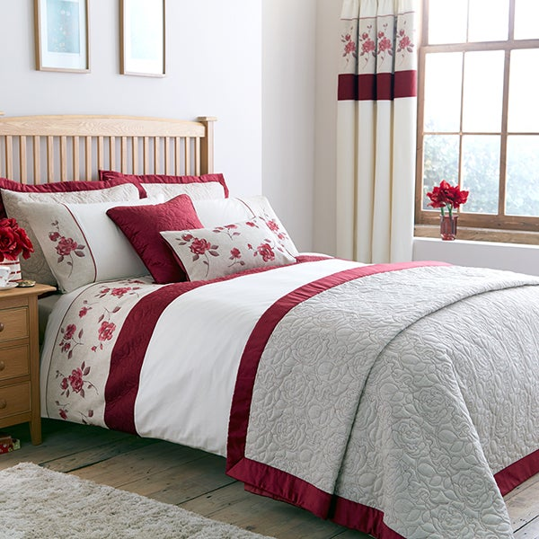Red Country Rose Bedlinen Collection