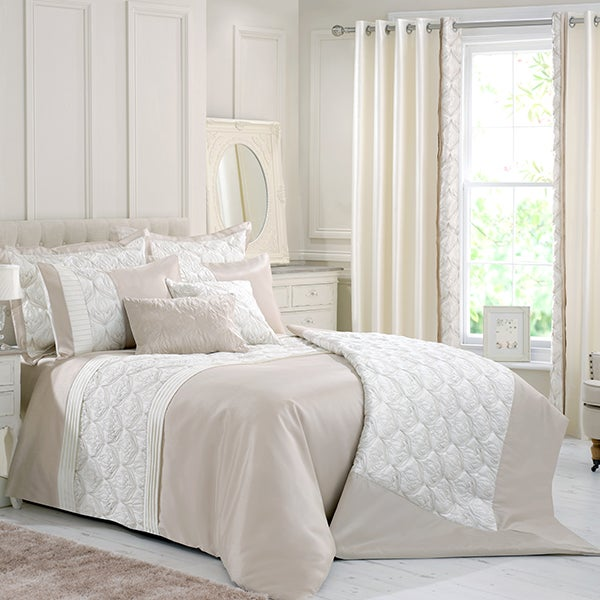 Champagne Lalique Bedlinen Collection