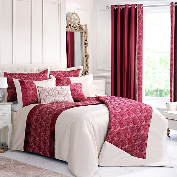 Red Lalique Bedlinen Collection