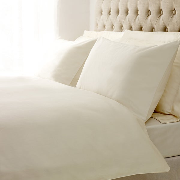 Hotel Cream 400 Thread Count Plain Piped Bedlinen Collection