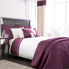 Raspberry Rimini Bedlinen Collection