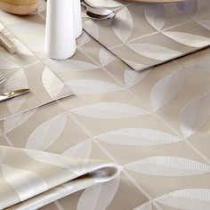 Natural Leaf Tablelinen Collection