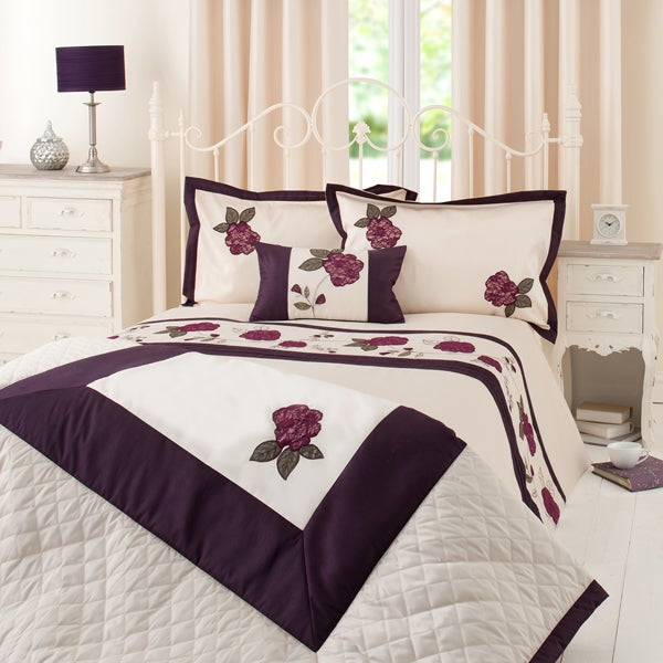 Plum Lace Rose Bedlinen Collection
