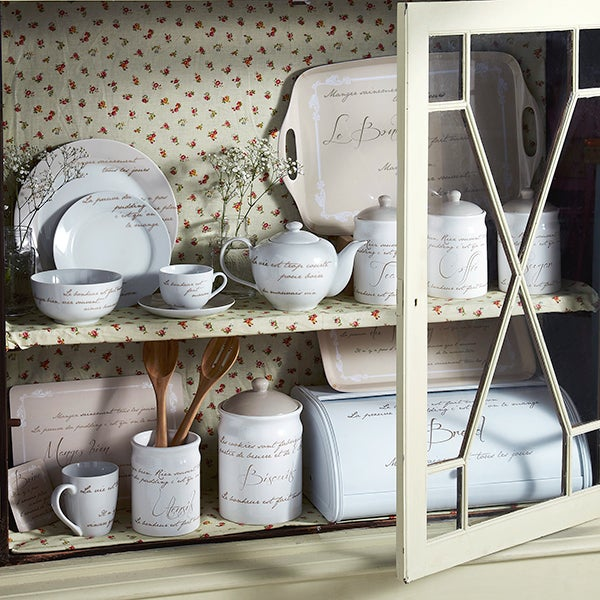 Script Dinnerware Collection
